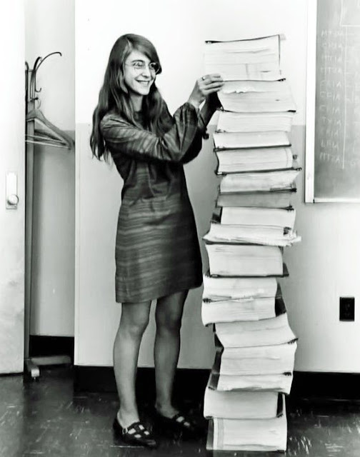 Margaret-Hamilton-standing-next-a-pile-of-books